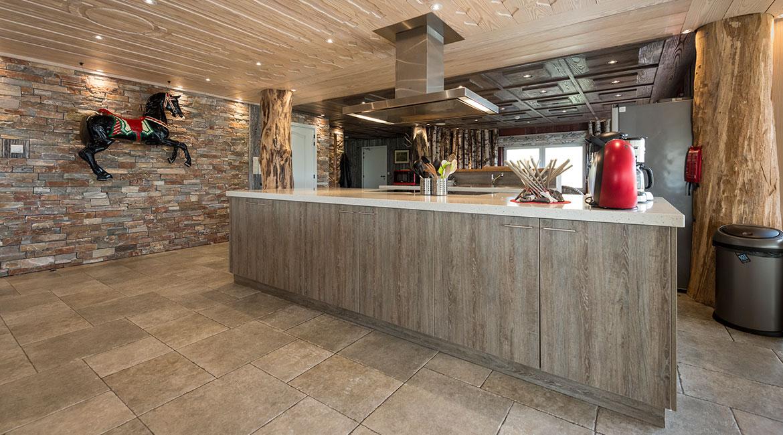 Mobilier de cuisine sur mesure, plafond