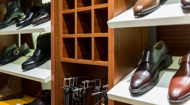 Réalisation de présentoirs de ceintures et chaussures